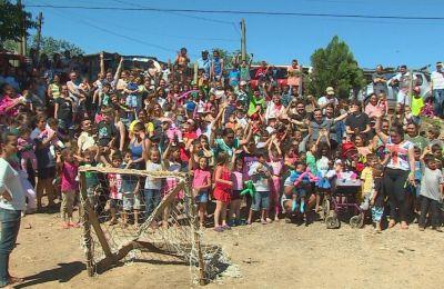 Grupo realizou uma festa para as crianças que moram no local